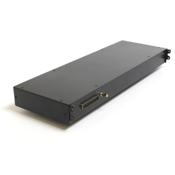 Модуль для КВМ консоли в серверную стойку вид сзади
